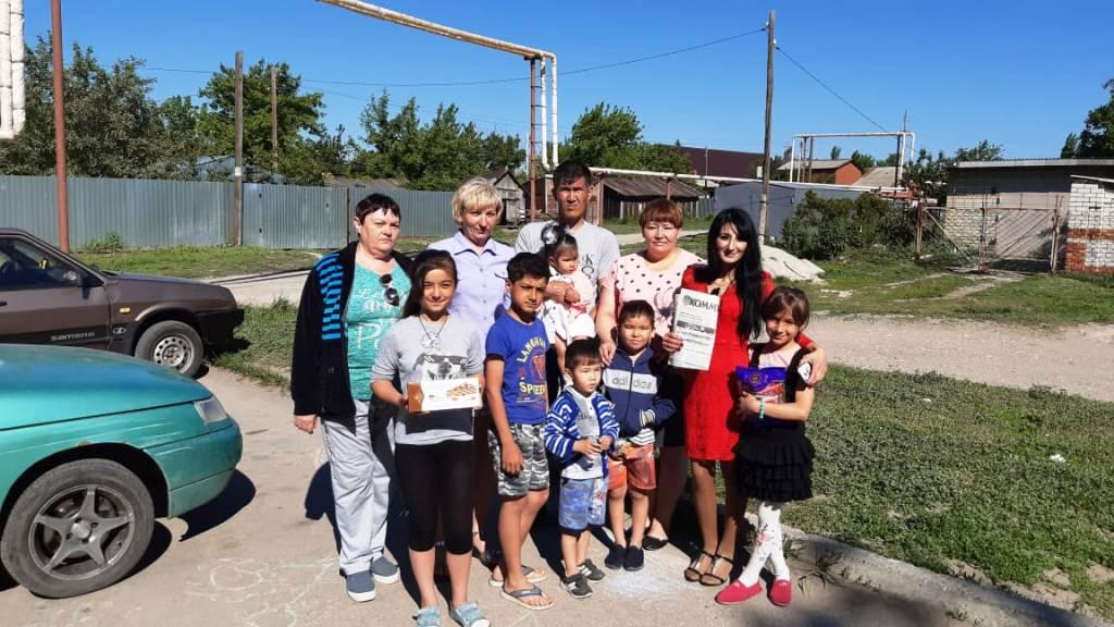Активистки женской организации ВЖС «Надежда России»поздравили многодетные семьи с Международным днем защиты детей