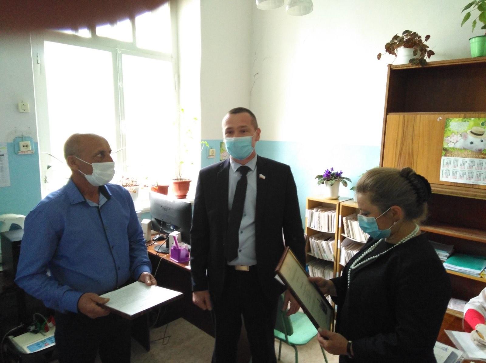 Депутат-коммунист Наиль Ханбеков встретился с медиками Базарного Карабулака