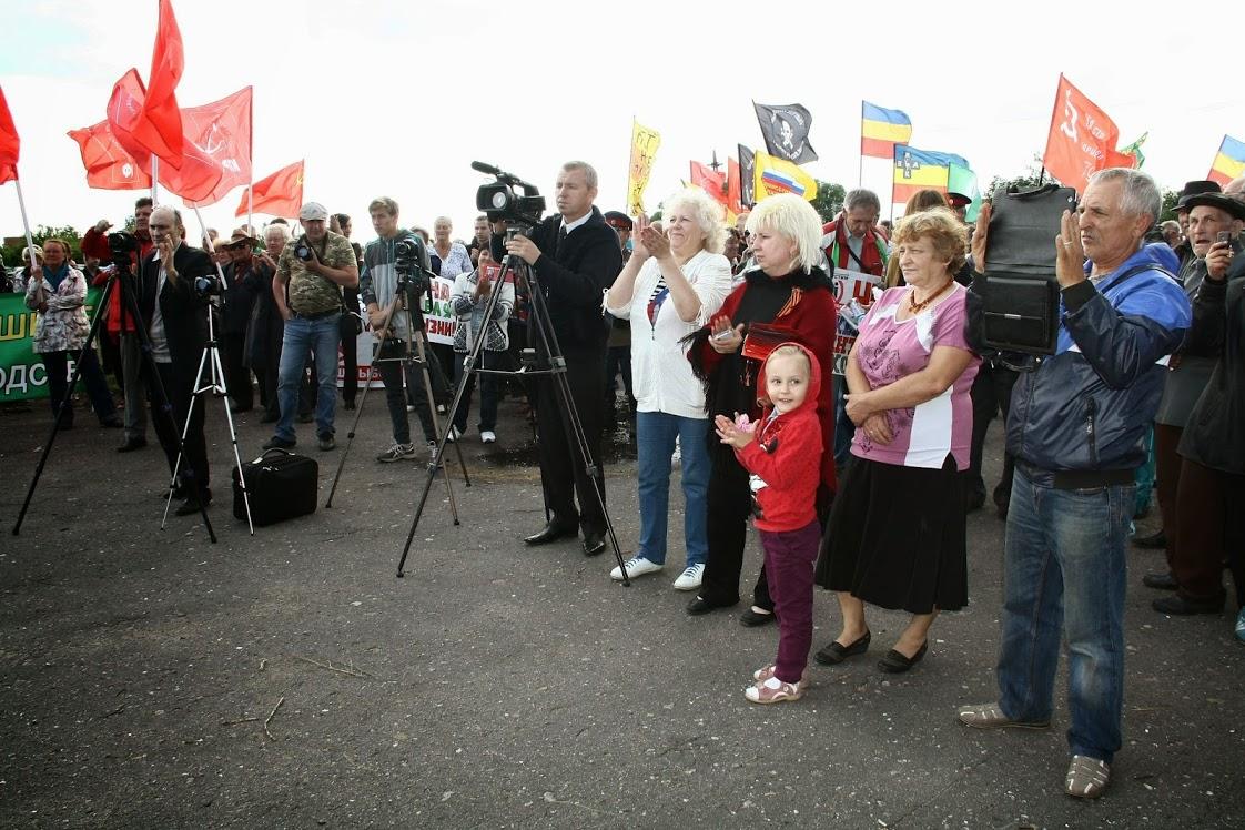 «Мы не отступим!». Граждане митингуют против никелевой угрозы