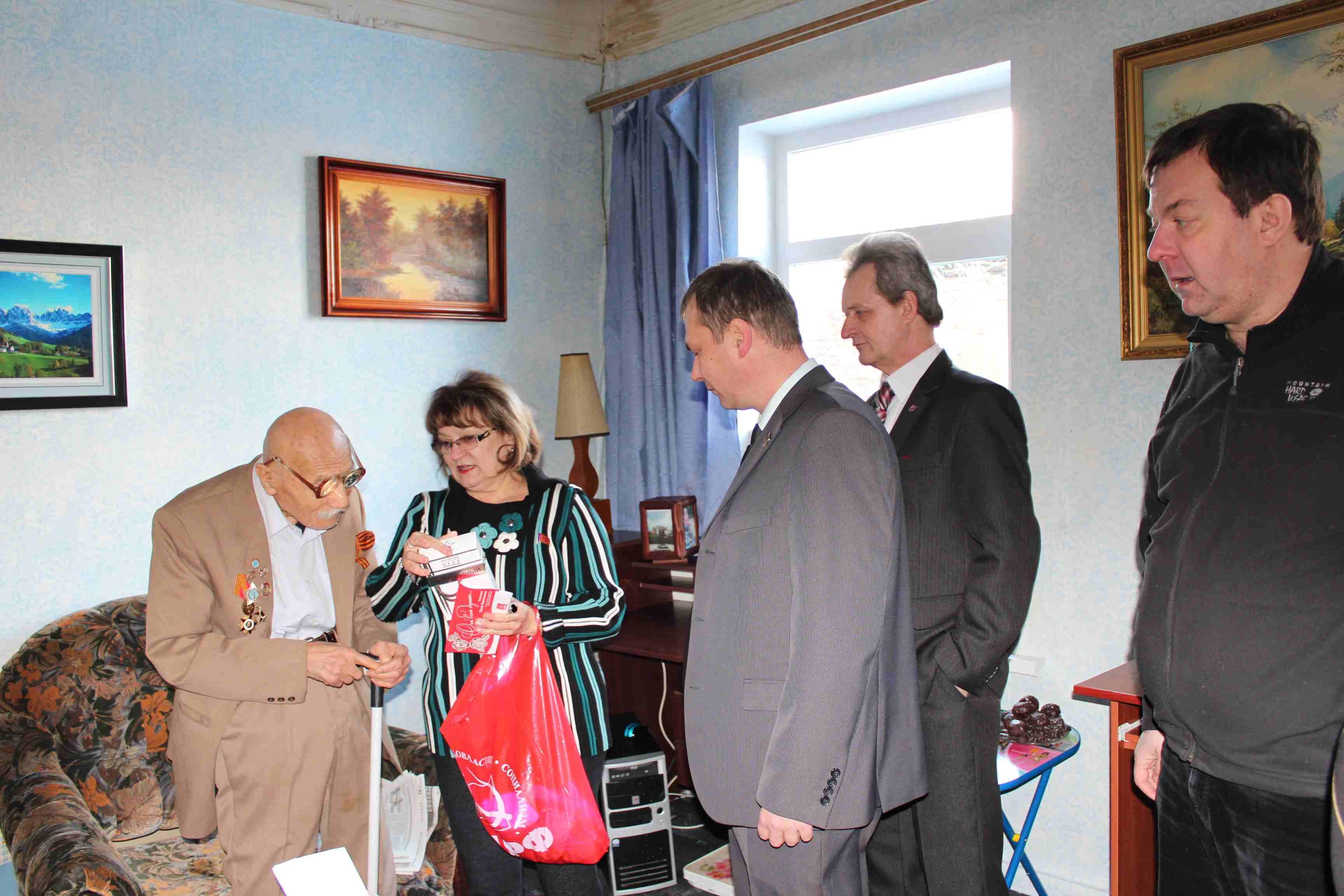 Саратовские коммунисты встретились с ветераном Сталинградской битвы