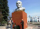 Ртищево. Цветы к памятникам В.И. Ленину