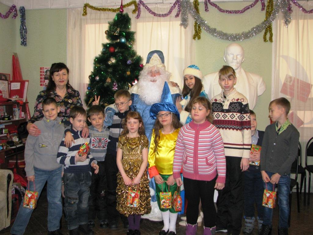 ЗАТО Светлый. КПРФ подарила детям Новогоднюю сказку