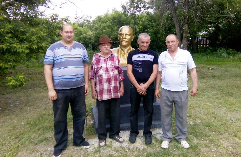 Красноармейский район. Сельские коммунисты отреставрировали памятник В.И. Ленину