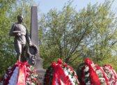 Коммунисты возложили цветы на Воскресенском мемориальном кладбище