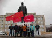 Балаковские коммунисты возложили цветы к памятникам В.И. Ленина