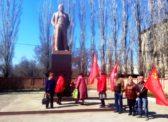 Ершов. Цветы В.И. Ленину