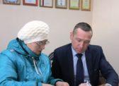 Депутат облдумы Наиль Ханбеков помог инвалиду получить инвалидную коляску