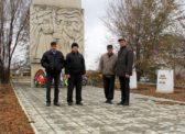Озинки. Коммунисты возложили венок к памятнику героям Гражданской и Великой Отечественной войн