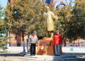 Озинки. Цветы В.И. Ленину