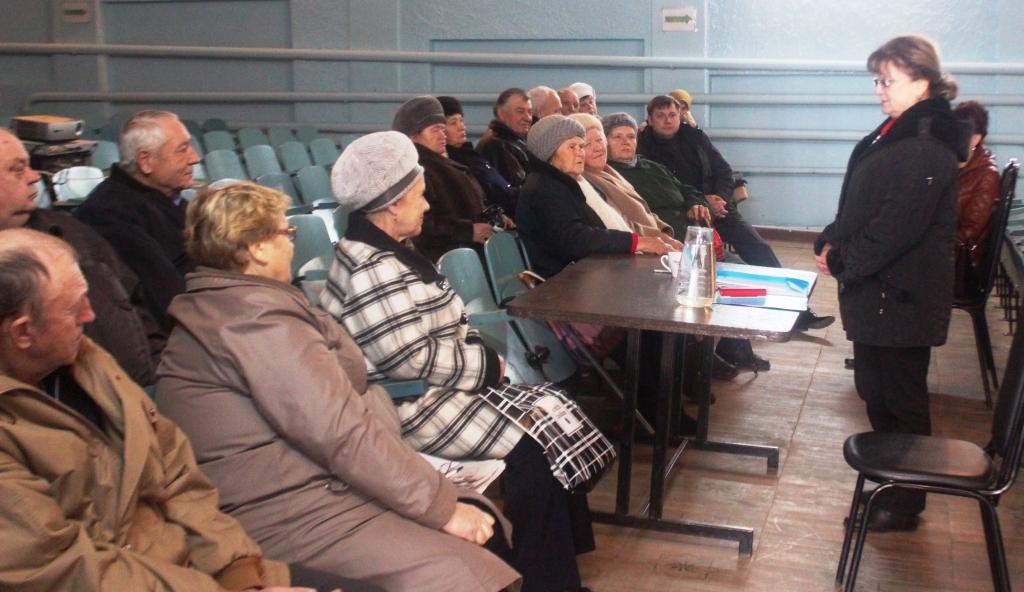 Депутат-коммунист Ольга Алимова пообещала решить проблемы жителей Самойловского района