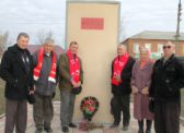 7 ноября коммунисты Краснопартизанского РК КПРФ возложили цветы к памятнику В.И. Ленина