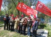Пугачев. Коммунисты возложили цветы к подножию памятника на братской могиле « Войнам  умершим от ран в госпиталях  г. Пугачева»