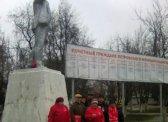 Петровск. Цветы к его памятникам В.И.Ленину