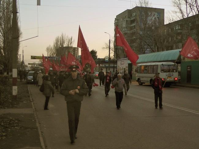 Великому Октябрю Слава! Праздничная демонстрация в Балаково.