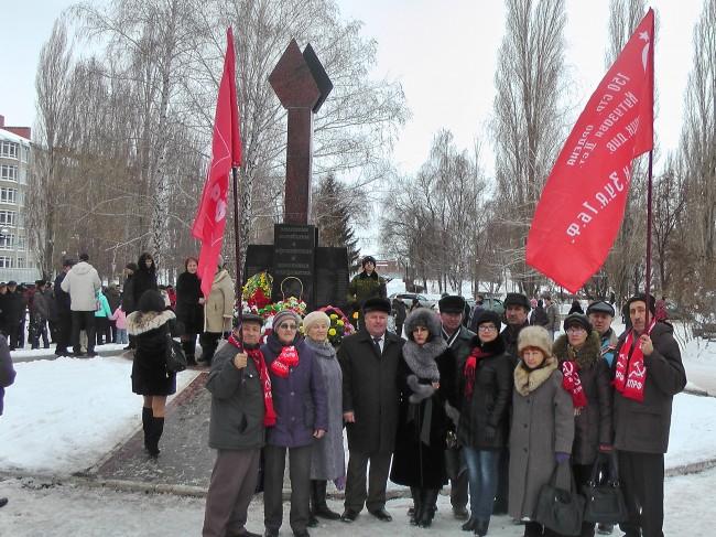 В Балаково состоялось возложение цветов к памятнику «Землякам, погибшим в Афганистане и локальных конфликтах»