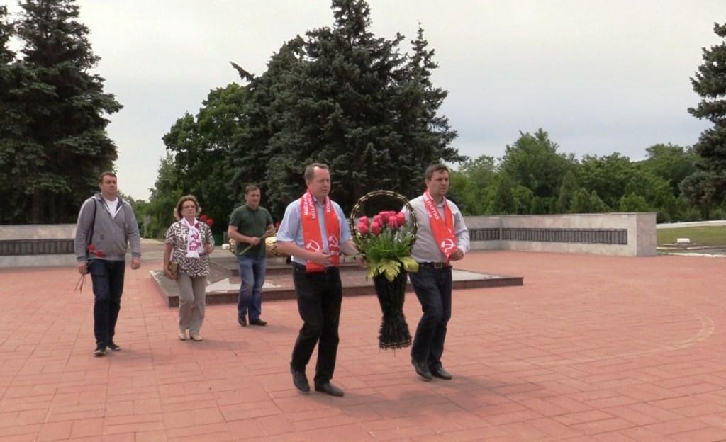 Саратовские коммунисты отметили День памяти и скорби