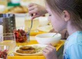 Уральский депутат предложила отменить бесплатные обеды в школах