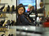 Потребительская уверенность россиян за год снизилась вдвое