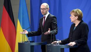 Яценюк попутал Рейх. Почему власти ФРГ позволили украинскому премьеру переиграть Вторую мировую