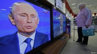 Главное осталось за кадром. Газета «Правда» об очередном диалоге Путина с народом
