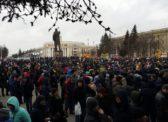 ИА REGNUM: Четыре тысячи митингующих в Кемерово требуют отставки Тулеева