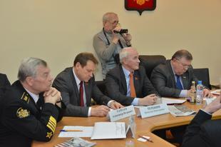 «Сто дней без Сердюкова». Фракция КПРФ в Госдуме провела круглый стол на тему военной реформы