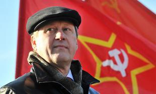 Новосибирск в красных тонах. Тысячи горожан вышли праздновать победу А.Е.Локтя