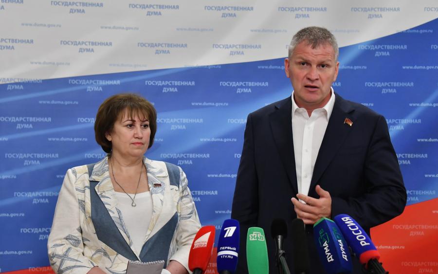 «Руки прочь от Грудинина!». В.А. Ганзя и А.В. Куринный выступили перед журналистами в Госдуме