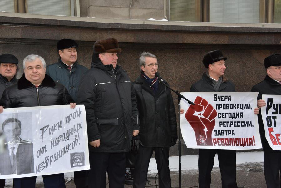Бессонова не сдадим! В Москве состоялась встреча депутатов-коммунистов с избирателями