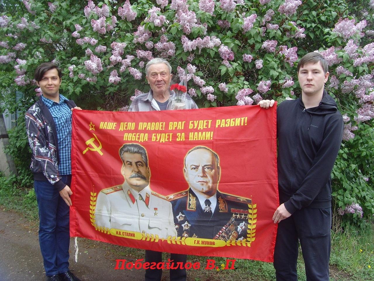 Энгельсские коммунисты поздравили ветеранов с 75-летием Великой Победы