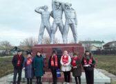 Коммунисты Ершовского РК КПРФ возложили цветы к памятнику Ленину и Борцам революции