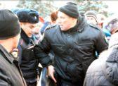 ЧП на митинге в Хакасии — задержанных отбивали у ОМОНа