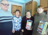 Петровские депутаты-коммунисты вручили новогодние подарки