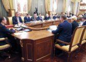 Правительство Медведева: Все те же лица, но в новых креслах