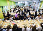 Слизь, гуталин, «пальма»: Зналбы Путин, чем кормят детей его исполнители
