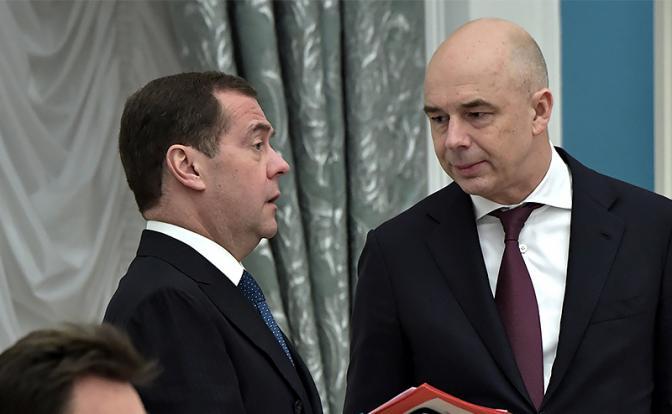 Интриги Кремля: Вливание денег в «теневое правительство» или новая рокировка тандема?