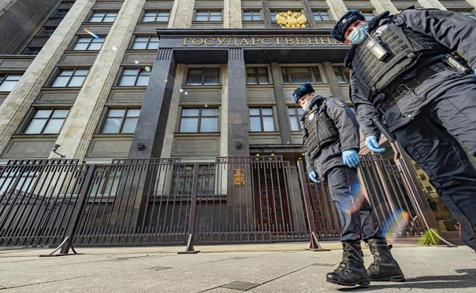 «Узаконили произвол»: Во время трансфера власти всех россиян возьмут на мушку?