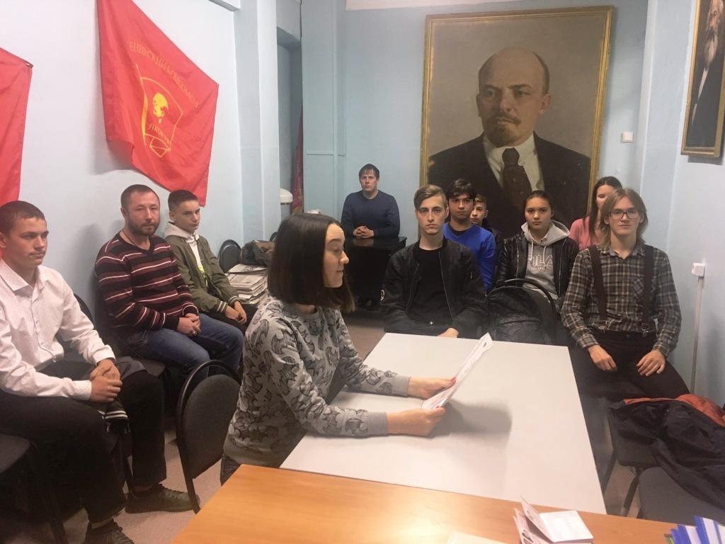Умножим славные победы Ленинского комсомола!