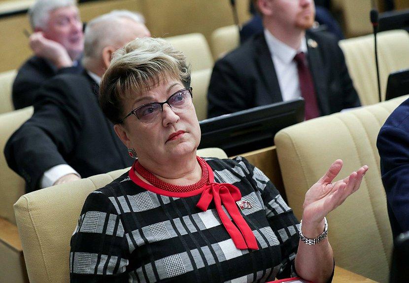 Ольга Алимова: «Сколько ещё советского наследства планируете продать?»