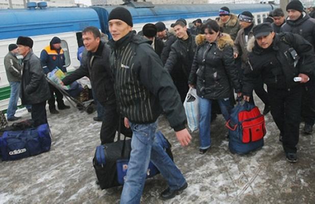 Путин признал, что в России происходит «беззастенчивая эксплуатация» нелегалов. Их содержат «как животных в местах работ», платят копейки, отбирают документы