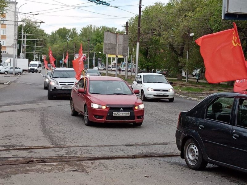 Коммунисты Саратовской области отметили 75-летие Великой Победы под красными знаменами