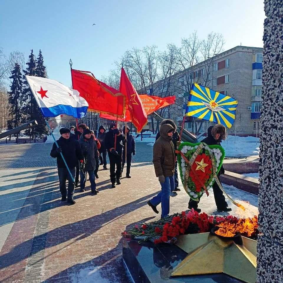 Балаковские коммунисты отметили 103-ю годовщину образования Советской Армии и Военно-Морского флота