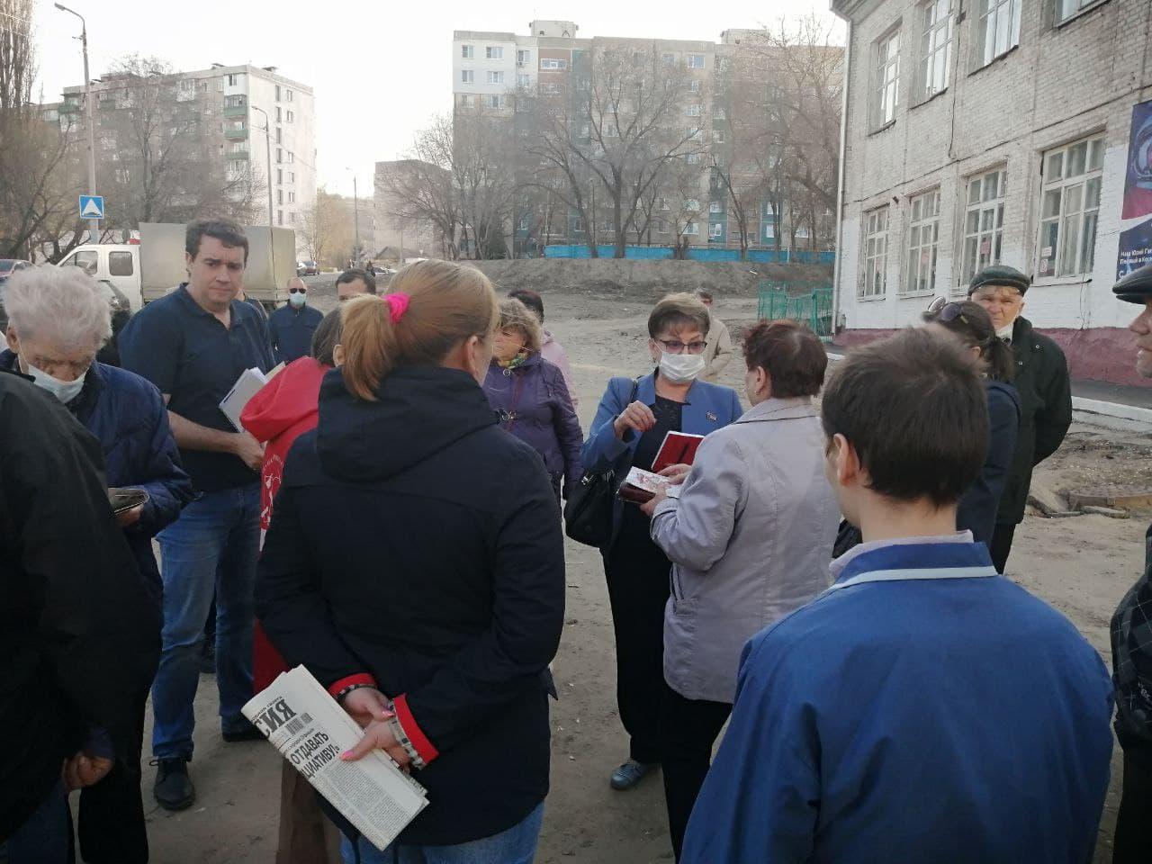 Депутаты-коммунисты пообещали помочь саратовцам