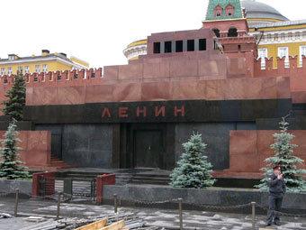 Под Мавзолеем Ленина укрепили фундамент
