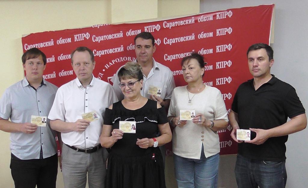 О.Н. Алимова вручила кандидатские удостоверения своим коллегам из «Саратовско-Калининградской группы»
