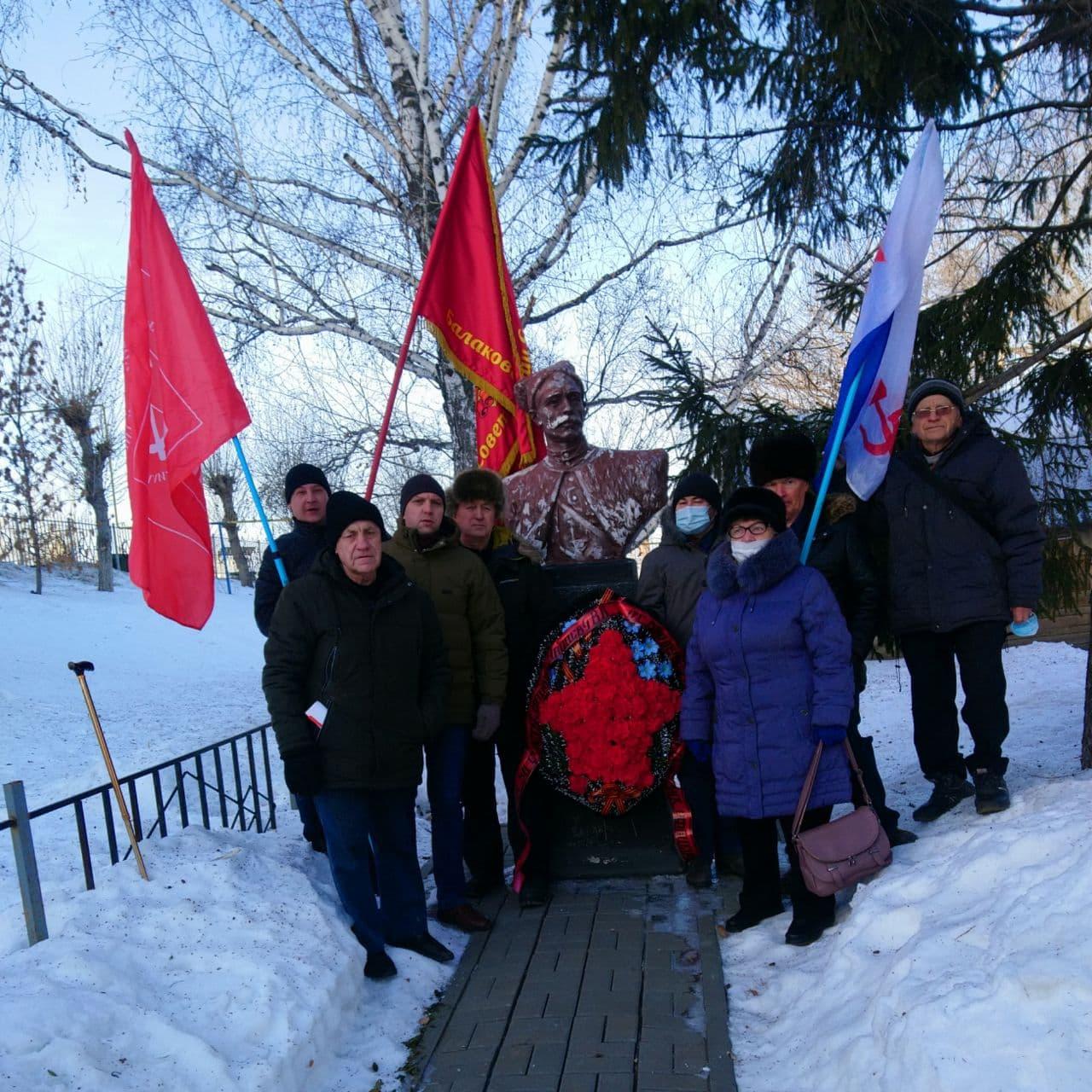 Балаковские коммунисты посетили дом-музей Василия Ивановича Чапаева